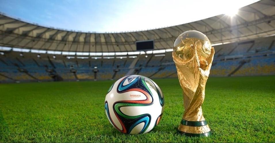 03.dez.2013 - Adidas e Fifa divulgam bola da Copa do Mundo de 2014, a Brazuca, em evento no Rio de Janeiro. A bola oficial será vendida por R$ 399,90