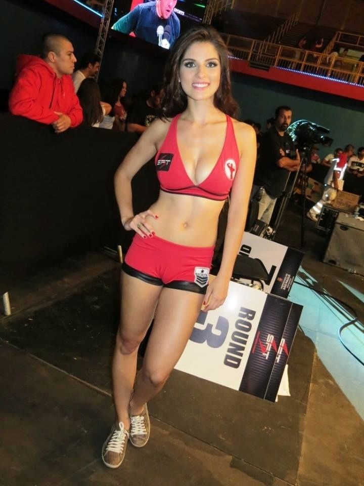 Capa da Playboy e ex-ring girl do UFC, Aline Franzoi foi garota da placa na segunda edição do evento STF, em São Paulo