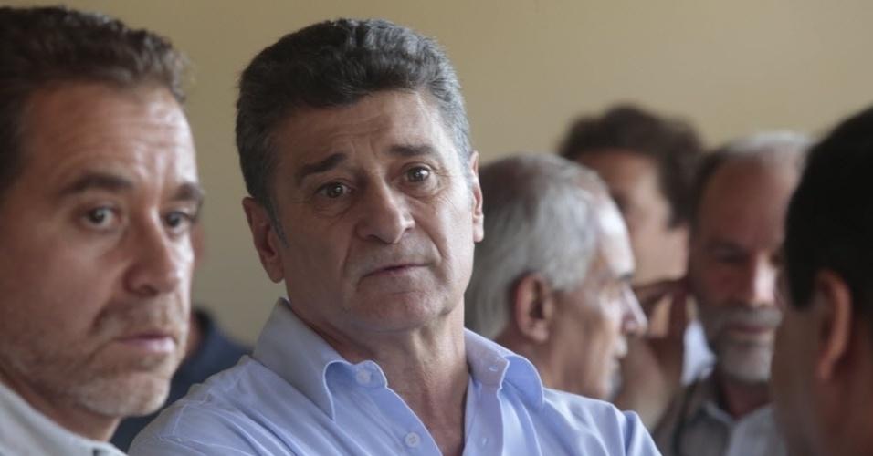 Ex-zagueiro Dario Pereyra marcou presença no enterro do compatriota