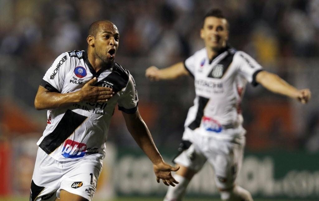 Ponte Preta visita Lanús em busca da vitória mais importante da sua  história - 11 12 2013 - UOL Esporte c1f4961ec2f0b