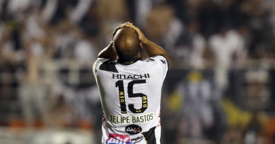 Felipe Bastos lamenta chance perdida na partida entre Ponte Preta e Lanús