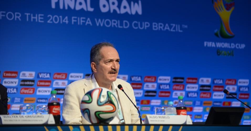 04.dez.2013 - Ministro do Esporte, Aldo Rebelo, concede entrevista coletiva na Costa do Sauipe
