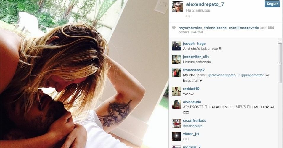05.12.2013 - Alexandre Pato publica foto com namorada Sophia Mattar