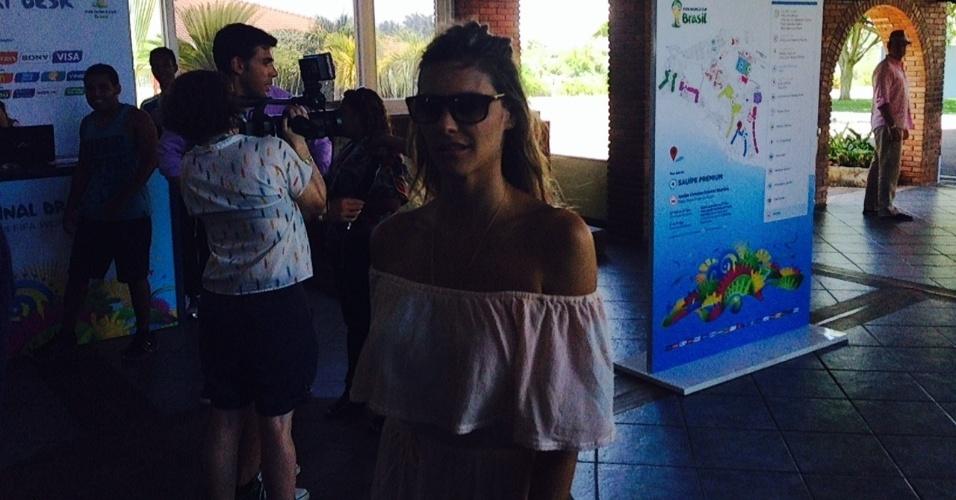 05.12.2013 - Atriz global Fernanda Lima aparece nos bastidores do evento da Fifa na Bahia