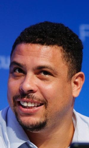 05.12.2013 - Ronaldo responde aos jornalistas durante coletiva de imprensa na Costa do Sauípe (BA)