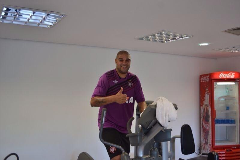Adriano treina no Atlético-PR