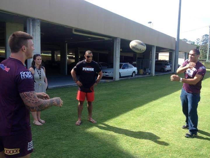 Pezão mostra habilidades com o rúgbi antes do UFC: Pezão x Hunt