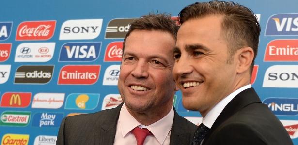 Lothar Matthaus e Fabio Cannavaro, astros do futebol mundial, posam para fotos no tapete vermelho da Fifa