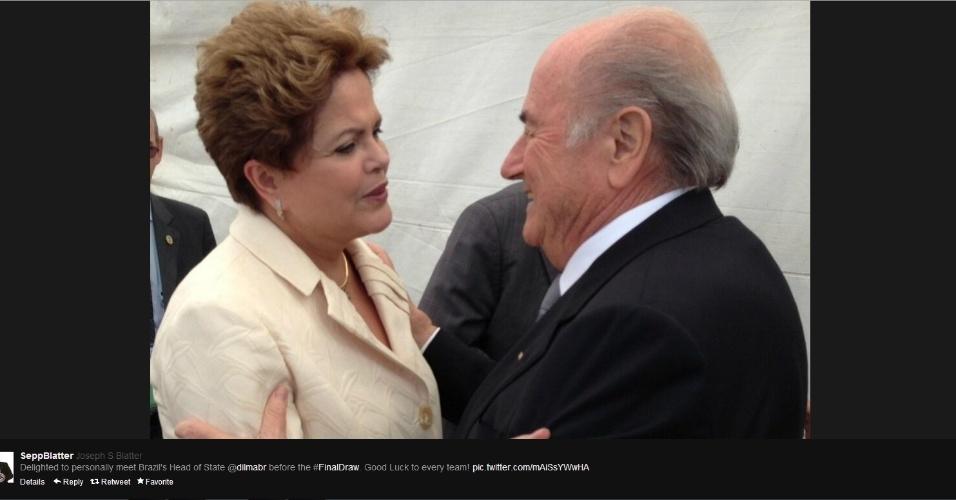 06.dez.2013 - Blatter publicou foto cumprimentando a presidente Dilma Rousseff