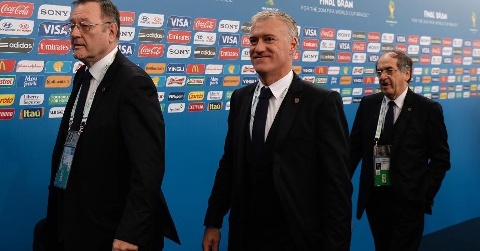 06.dez.2013 - Didier Deschamps, técnico da seleção francesa, chega para acompanhar o sorteio dos grupos da Copa do Mundo