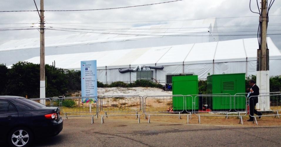 06.dez.2013 - Tenda principal onde será realizado o evento que marcará a formação dos grupos da Copa do Mundo de 2014
