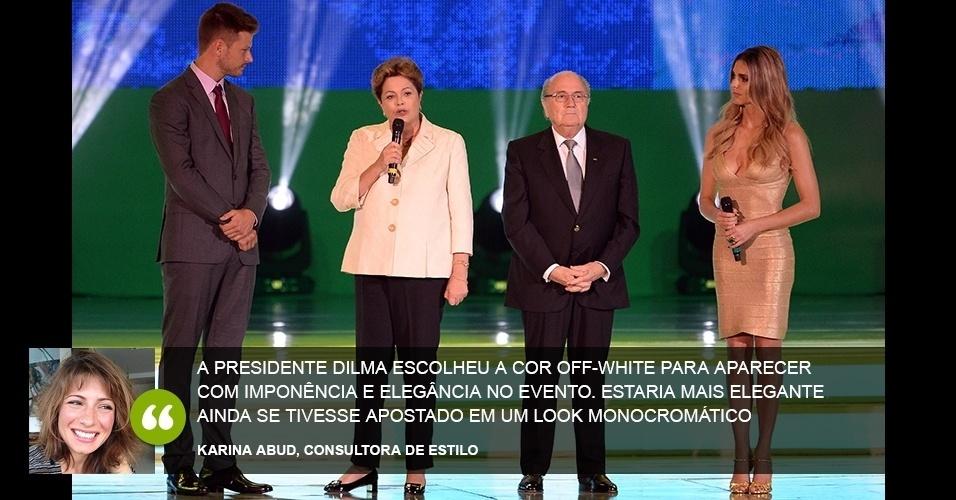 """""""A presidente Dilma escolheu a cor off-white para aparecer com imponência e elegância no evento. Estaria mais elegante ainda se tivesse apostado em um look monocromático"""" - Karina Abud, consultora de estilo"""