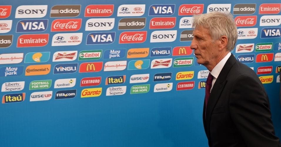 Jose Pekerman, técnico da Colômbia, chega ao evento do sorteio dos grupos da Copa do Mundo