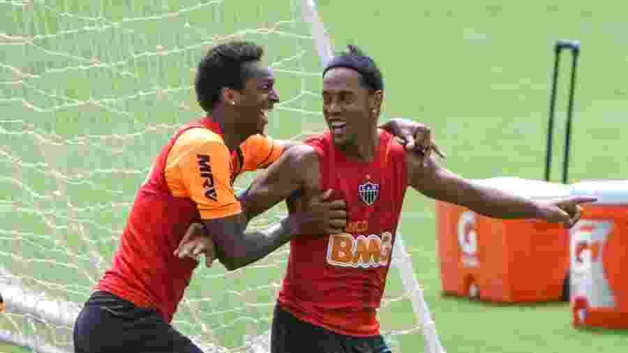 Jô e Ronaldinho Gaúcho se tornaram grandes amigos no Atlético-MG e foram campeões da Libertadores de 2013 - Bruno Cantini/site oficial do Atlético-MG