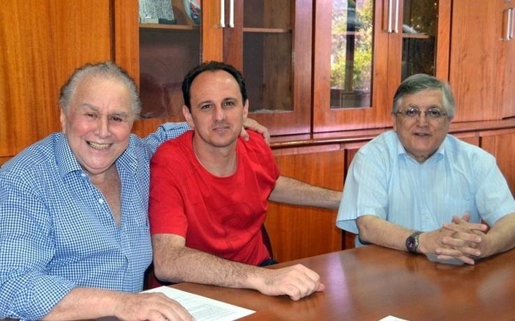 Juvenal Juvêncio, Rogério Ceni e João Paulo de Jesus Lopes firmaram renovação de contrato do goleiro