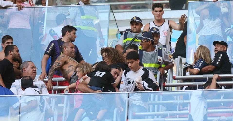 Briga entre torcedores de Vasco e Corinthians em jogo no Distrito Federal