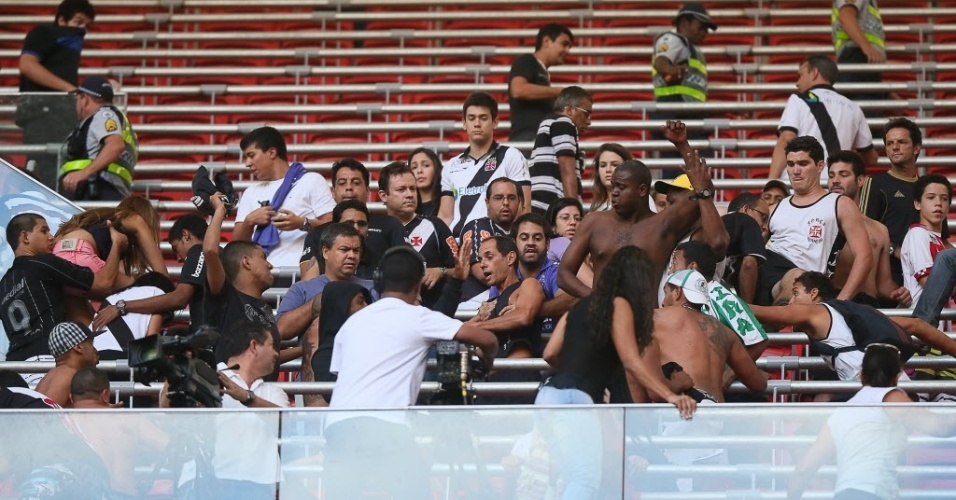 Briga entre torcedores do Vasco e Corinthians, em agosto, no Distrito Federal