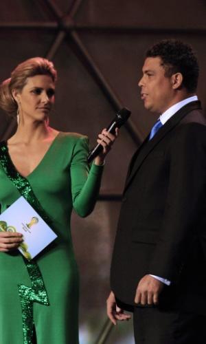 Fernanda Lima apresentou o sorteio dos grupos das Eliminatórias para a Copa do Mundo de 2011