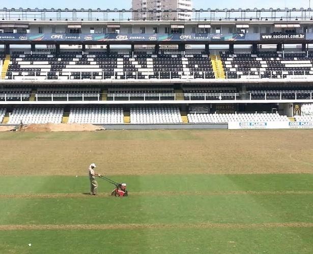 Gramado da Vila Belmiro passa por manutenção visando a próxima temporada