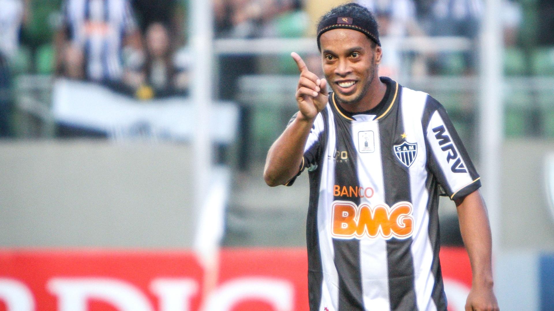 Ronaldinho Gaúcho durante o empate do Atlético-MG, por 2 a 2, no Independência (8/12/2013)