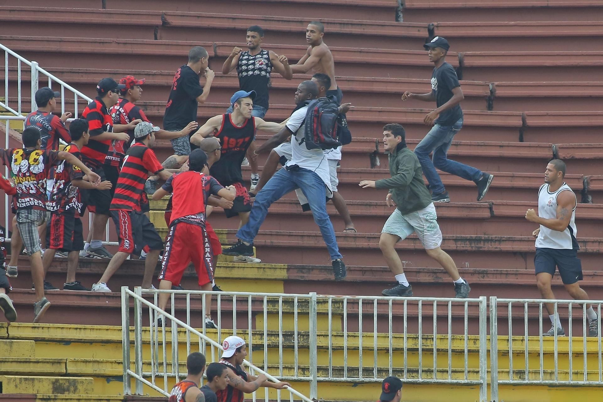 f8b4ccf1a3 Polícia do RJ prende 21º torcedor envolvido em briga de Joinville - Esporte  - BOL