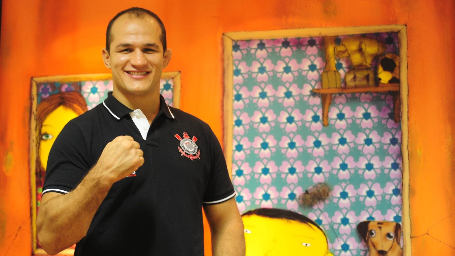 Ex-campeão dos pesos pesados do UFC, Junior Cigano concedeu entrevista ao UOL na sede da 9ine, em São Paulo