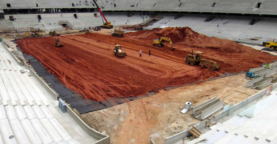 11.12.2013 - Obras da Arena da Baixada em dezembro de 2013