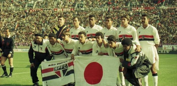 São Paulo posa com a bandeira do Japão no duelo com o Milan no Mundial de 1993