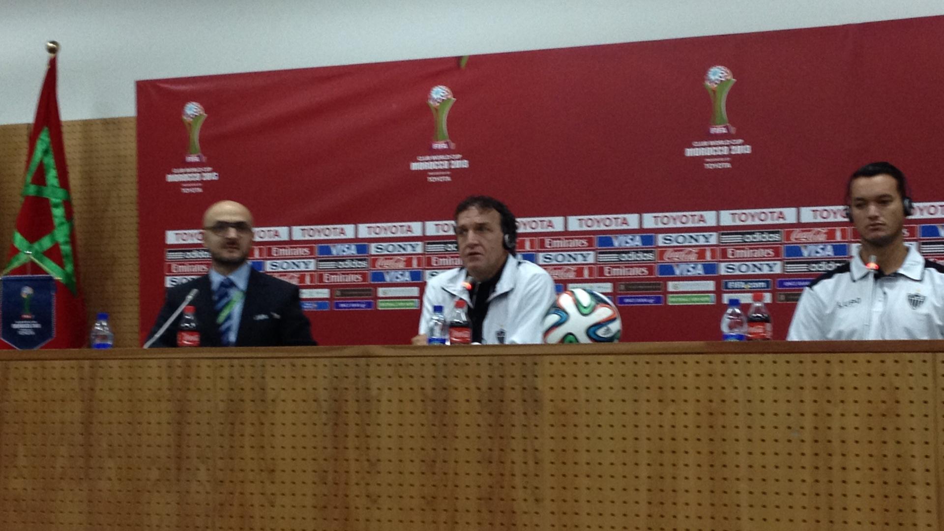 Cuca, técnico do Atlético-MG, e Réver, zagueiro do time mineiro, falam da preparação para o Mundial de Clubes