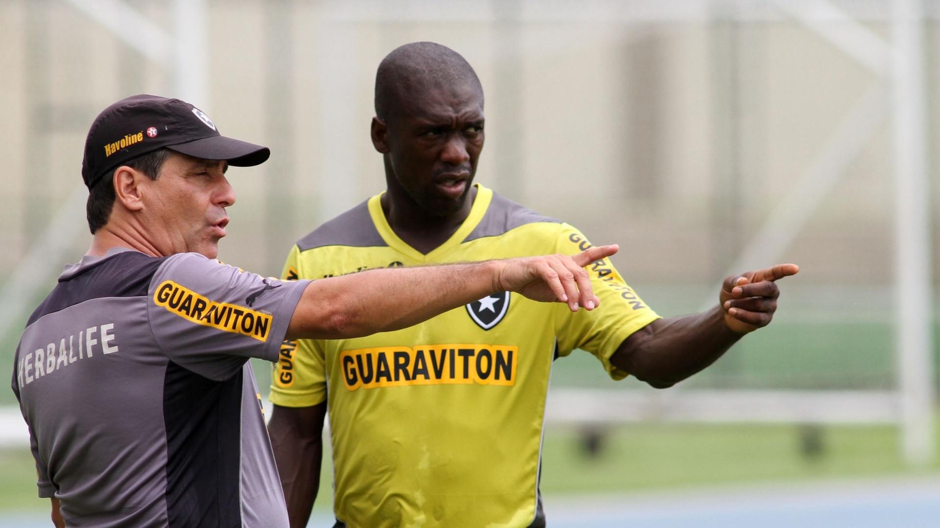 Eduardo Húngaro conversa com Seedorf durante treino do Botafogo no Engenhão