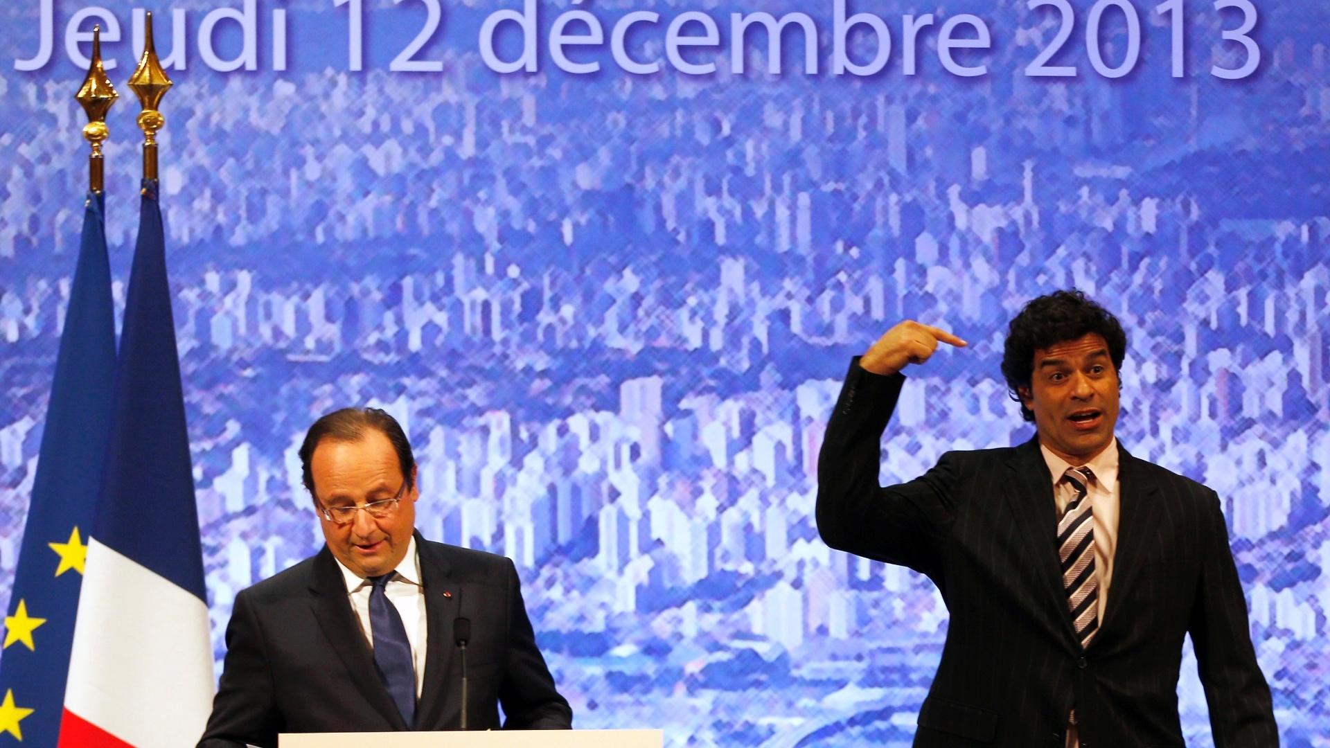 12.dez.2013 - Raí fala aos presentes na cerimônia realizada na Comunidade Francesa em São Paulo; o ex-jogador recebeu a Legião de Honra das mãos do presidente francês François Hollande