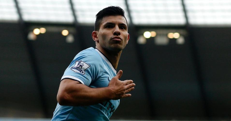 14.12.2013 - Argentino Aguero comemora seu gol pelo Manchester City contra o Arsenal