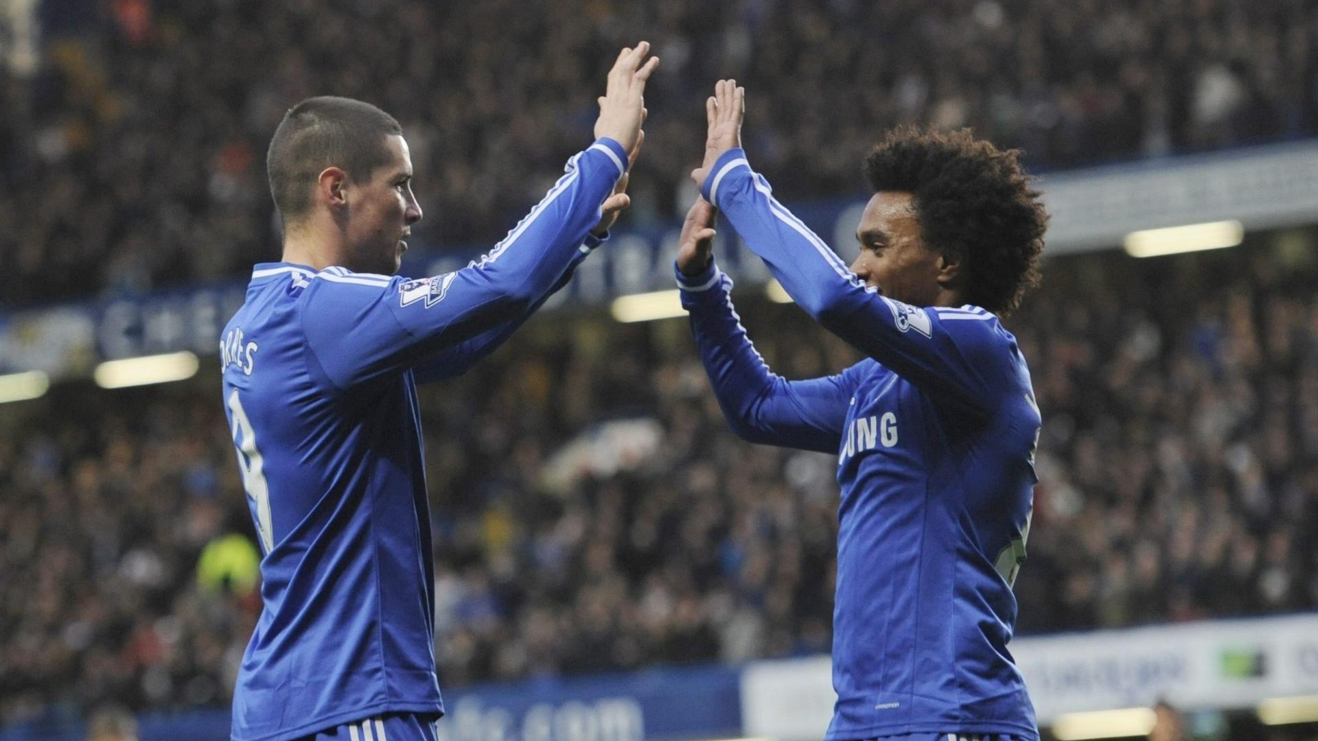 14.12.2013 - Fernando Torres (esquerda) e Willian comemoram gol do Chelsea