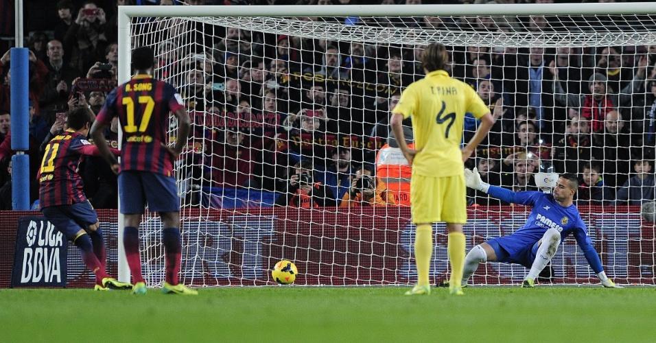 14.12.2013 - Neymar bate pênalti e abre o placar para o Barcelona