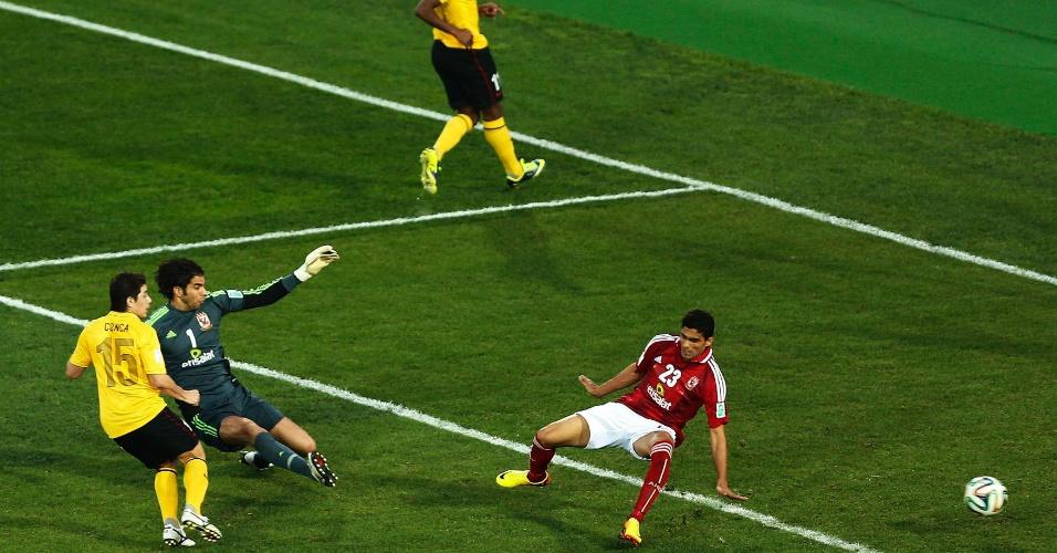14. dez. 2013 - Conca pega rebote e marca o segundo gol do Guangzhou