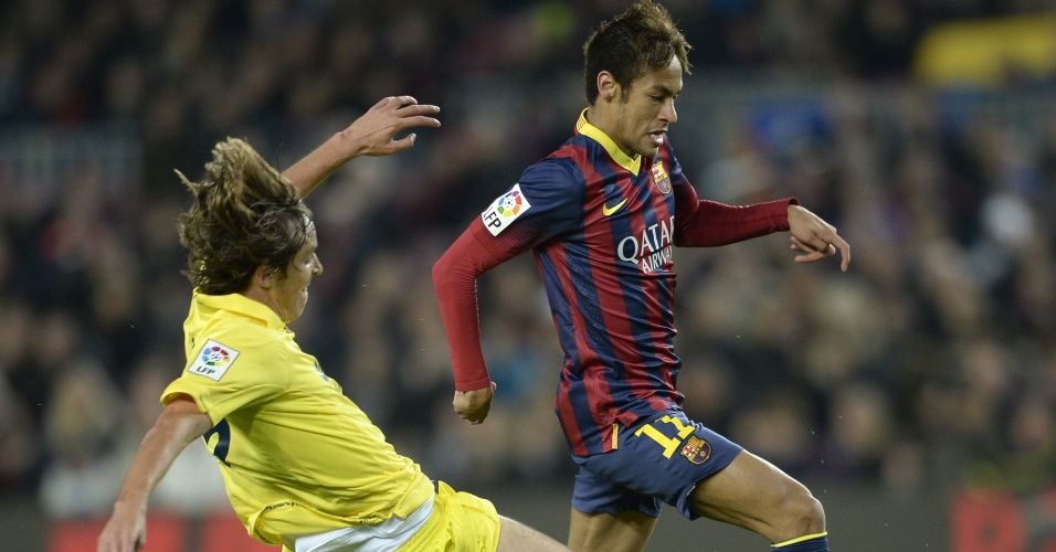 14.12.2013 - Neymar durante o jogo com o Villarreal; brasileiro abriu o placar