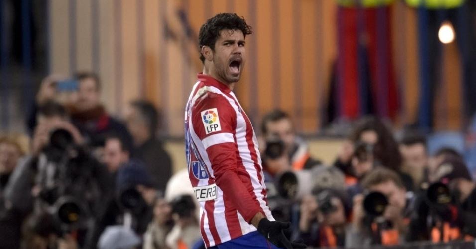 15.dez.2013 - Diego Costa comemora seu segundo na vitória do Atlético de Madri sobre o Valencia por 3 a 0