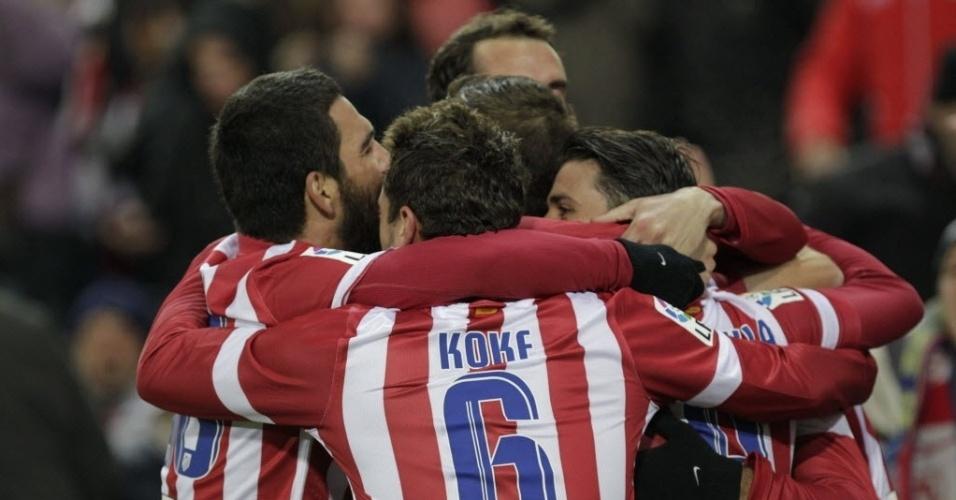 15.dez.2013 - Jogadores do Atlético de Madri comemoram o primeiro gol da equipe, marcado por Diego Costa, contra o Valencia
