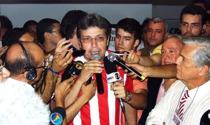 Glauber Vasconcelos concede entrevista após ser eleito presidente do Náutico