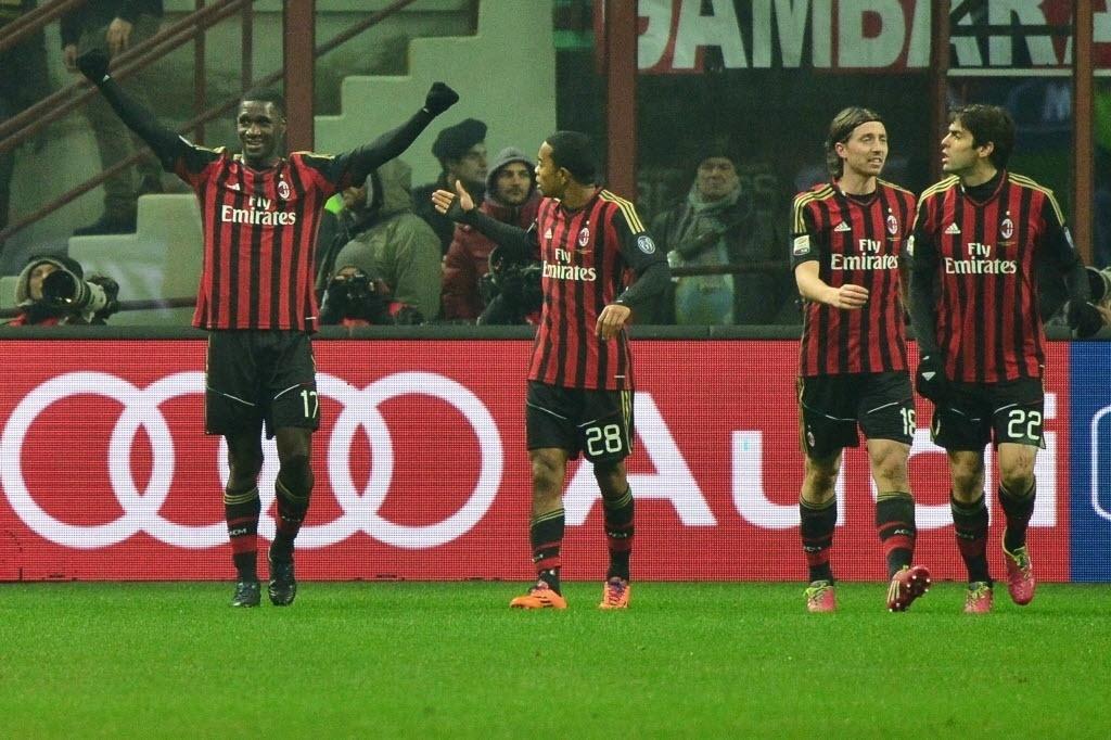 16.dez.2013 - Colombiano Cristian Zapata comemora após marcar o gol de empate para o Milan contra a Roma pelo Italiano
