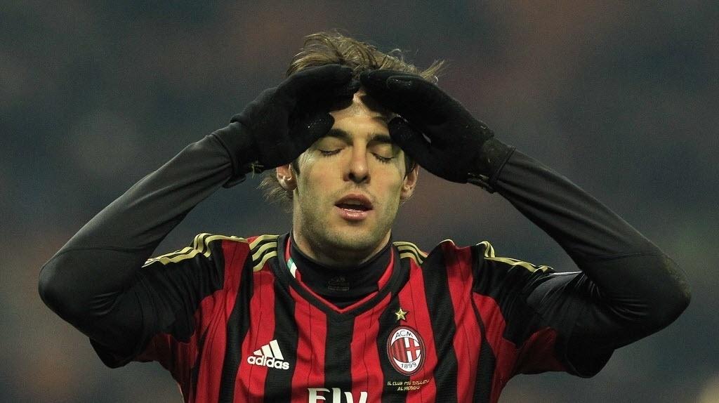 16.dez.2013 - Kaká lamenta chance desperdiçada na partida entre Milan e Roma pelo Campeonato Italiano