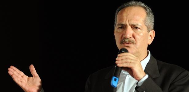 Ministro Aldo Rebelo defende o governo de Curitiba e acredita que cidade será sede da Copa