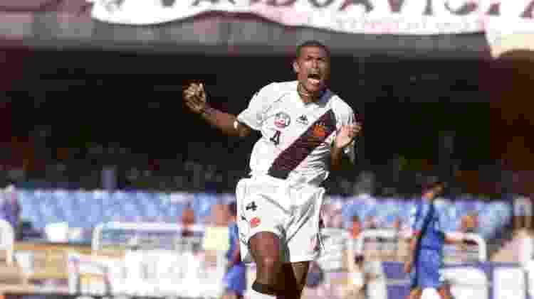 Júnior Baiano em 2001 - Antônio Gaudério/Folhapress - Antônio Gaudério/Folhapress