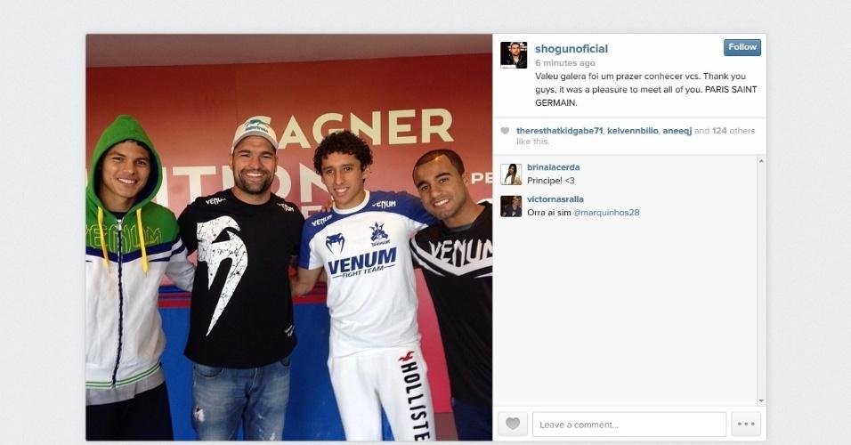 20.12.2013 - Shogun visita o PSG e tieta Thiago Silva e Lucas