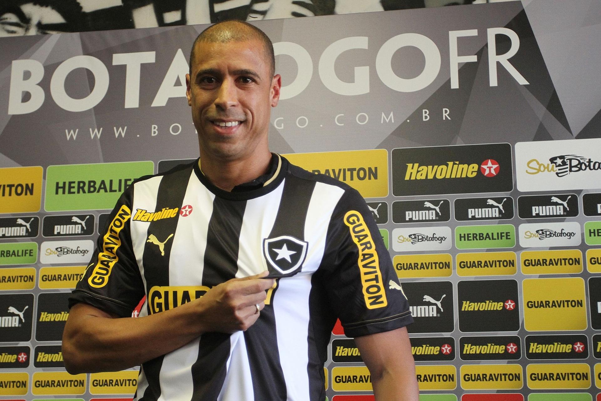 Jorge Wagner tem desafio de repetir sucesso de  trio japonês  no Botafogo -  22 12 2013 - UOL Esporte a67e4a3cb17bc
