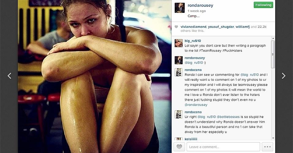 Campeão feminina peso galo Ronda Rousey depois de seu treino para revanche contra Miesha Tate no UFC 168