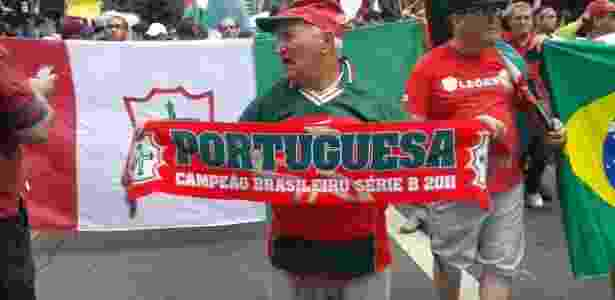 Torcedor protesta contra rebaixamento da Portuguesa na Avenida Paulista (21.12.2013). - Tiago Dantas - Tiago Dantas