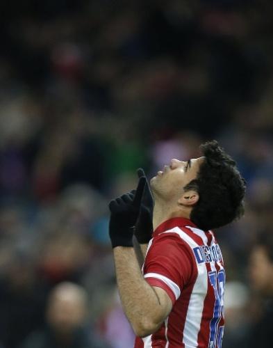 21.dez.2013 - Diego Costa comemora após marcar para o Atlético de Madri na partida contra o Levante. O atacante marcou dois e virou o artilheiro do Campeonato Espanhol