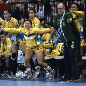 a9ffc6a545 Brasil fatura histórico título mundial no handebol e cala caldeirão ...