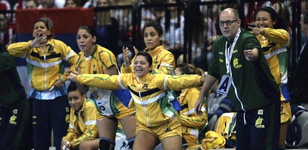 233f02f18f Brasil fatura histórico título mundial no handebol e cala caldeirão sérvio  - 22 12 2013 - UOL Esporte